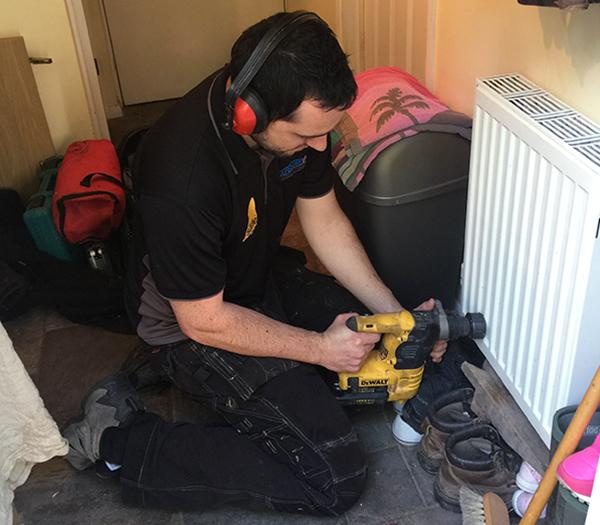 Technician using a vibraClean